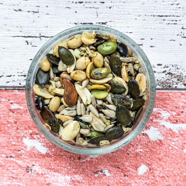 Klein, aber oho: Nüsse und Samen sind wertvolle Energie-Lieferanten