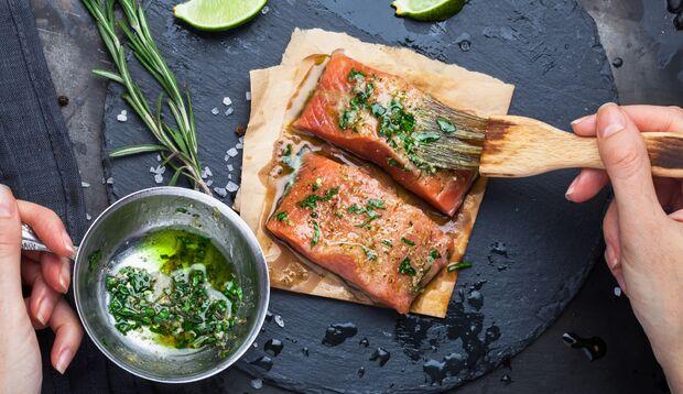 Lachs ist ein super Glow-Food, da er viele gesunde Fettsäuren enthält