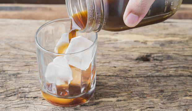 Lecker: Cold Brew pur mit Eiswürfeln