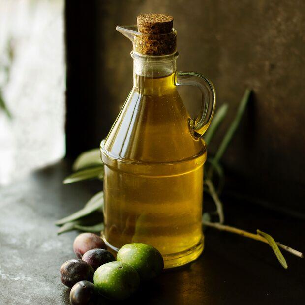 Lein- und Algenöl bekommen ab sofort einen Stammplatz in der Küche