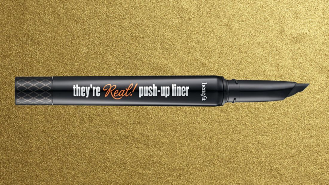 Lidstrich mit Eyeliner: benefit they're real! push up liner