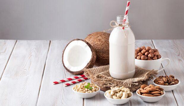 Mandel, Kokos & Co: Pflanzlicher Milchersatz im Test