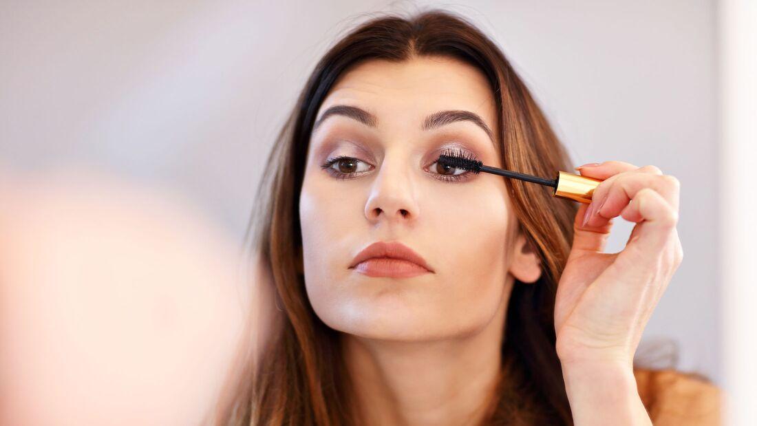 Mascara-Tipps für lange, volle Wimpern