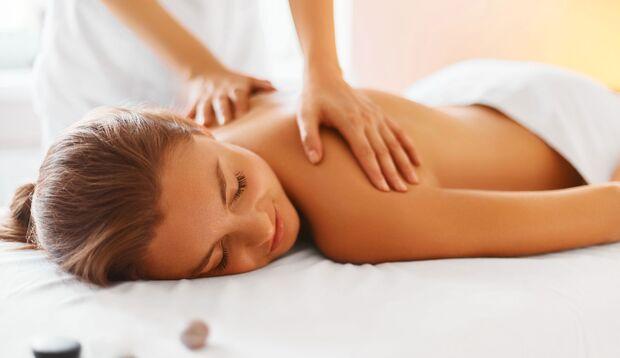 Massagen können das Stresshormon Cortisol im Körper um bis zu 53 Prozent senken.