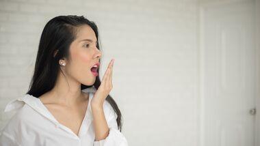 Millionen Menschen auf der Welt leiden an Mundgeruch