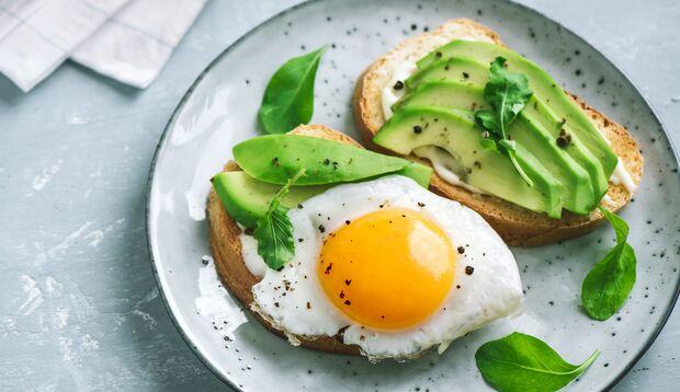 Mit Avocado und Ei gegen Cellulite