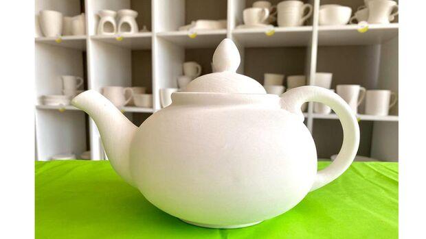 Mit dem DIY Set kannst du deine eigene Teekanne bemalen