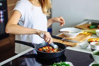 Wie man vegetarisches Essen zubereitet, um Gewicht zu verlieren