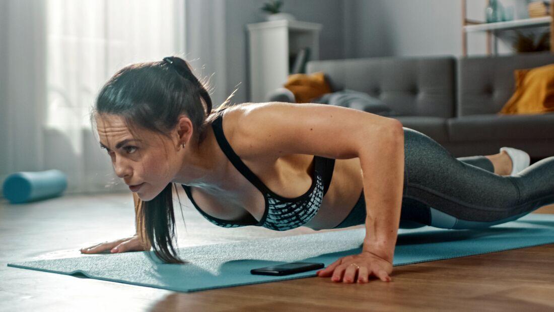 Mit diesen 6 Übungen bereitest du dich aufs Gym vor