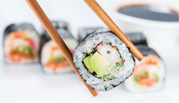 Mit unserer Rollanleitung für Maki-Sushi ist Sushi machen ganz easy