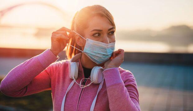 Mund-Nasen-Schutz-Masken müssen eng anliegen, um Schutz zu bieten