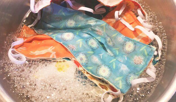 Mund-Nasen-Schutzmasken aus Baumwolle müssen nach jedem Tragen bei 60 Grad gewaschen werden