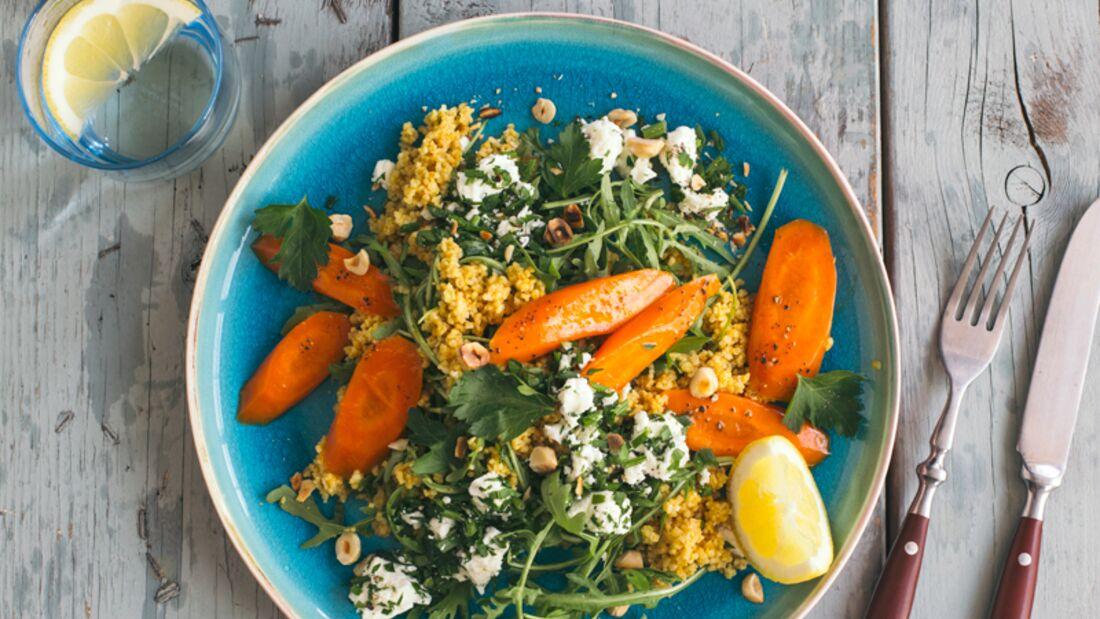 Nussiger Bulgur-Salat mit Karotten und Feta