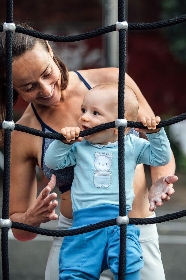 Oft nimmt Irina ihren Sohn zum Workout mit