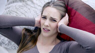 Ohrenschmerzen sind nicht nur qualvoll, sie sind auch vielseitig. Das gilt für die Ursachen aber auch für die Schmerzen selbst.