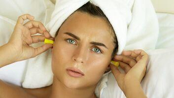 Ohrstöpsel helfen, entspannt durchzuschalfen.