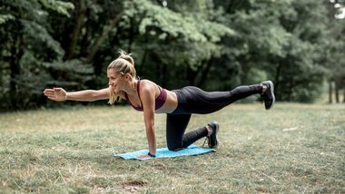 Outdoor-Workout Ganzkörper-Bodyweight-Training