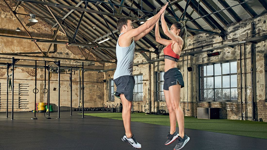 Partner-Workout: Kniebeuge-Sprung-Kombi