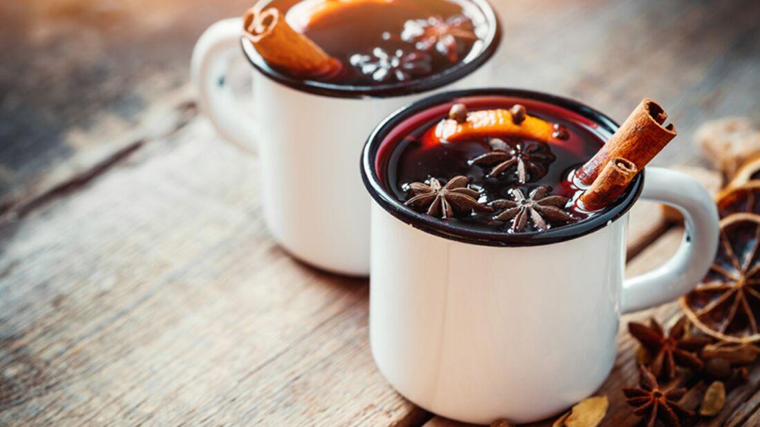 Rosinen und Mandeln machen den Glögg noch kalorienreicher