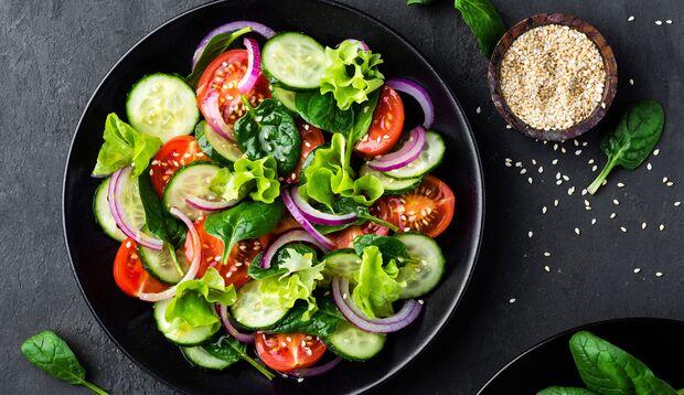 Salat hilft beim Abnehmen, wenn Sie die richtigen Zutaten verwenden