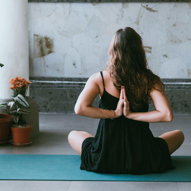 Sanftes Yoga unterstützt den Darm bei seiner Arbeit