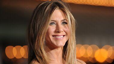 Schauspielerin Jennifer Aniston hat viele Diät- und Fitness-Tipps, m lange jung auszusehen.
