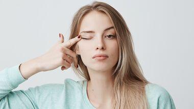 Schlupflider schminken: So geht's