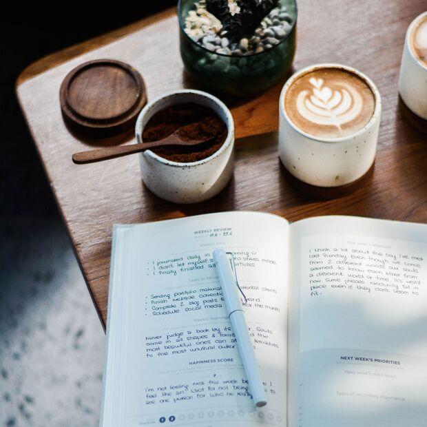 Schreibe auf, wofür du dankbar bist, worauf du dich freust, was du fühlen möchtest...