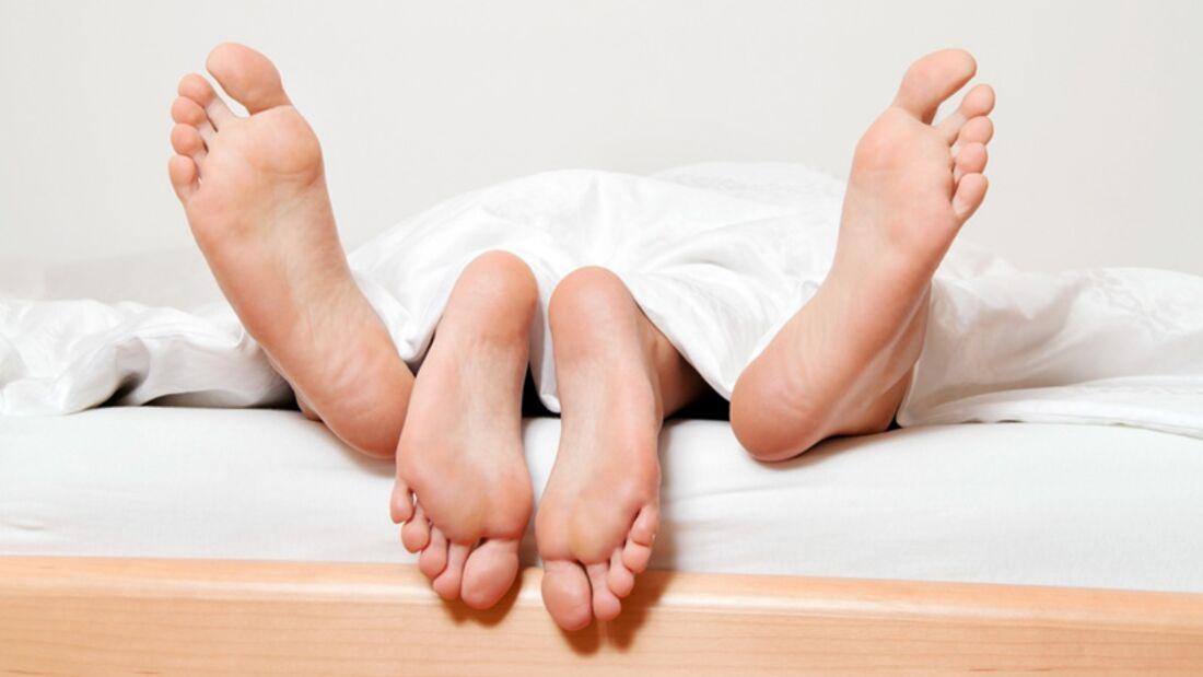 Sex ist einer der Übertragungswege der tückischen Lebererkrankung