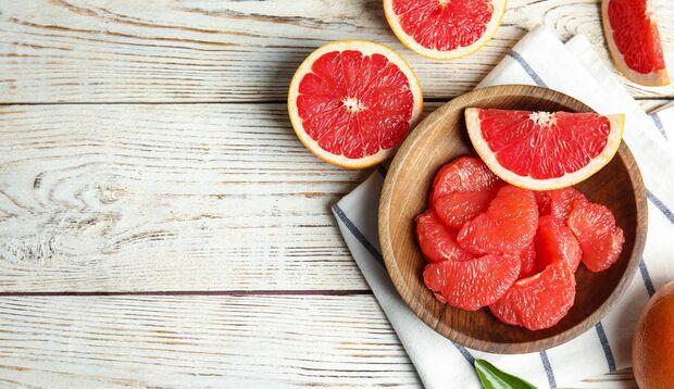 Sie können Grapefruit löffeln oder schälen