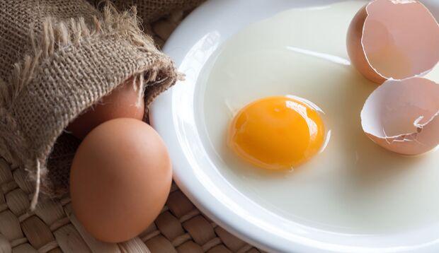 So macht man eine Eier-Haarkur