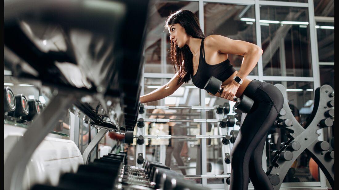 So trainieren Frauen ihren Rücken