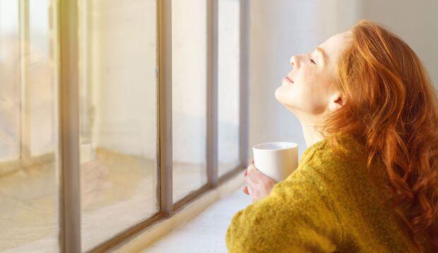 Sonne auf der Haut kurbelt die Vitamin D-Produktion an und vertreibt so die Herbst-Müdigkeit