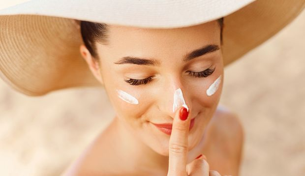Sonnencreme sollte man nicht nur am Strand benutzen, sonst drohen Hautprobleme