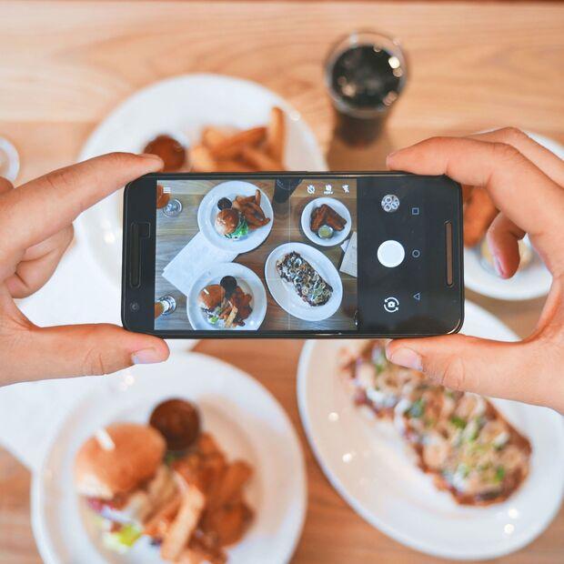 Sorry liebe #instafoodies, aber das Handy hat beim Essen nichts verloren...
