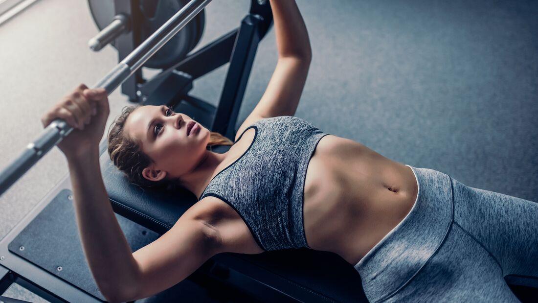 Nehmen Sie ab und trainieren Sie das Ganzkörper-Fitnessstudio