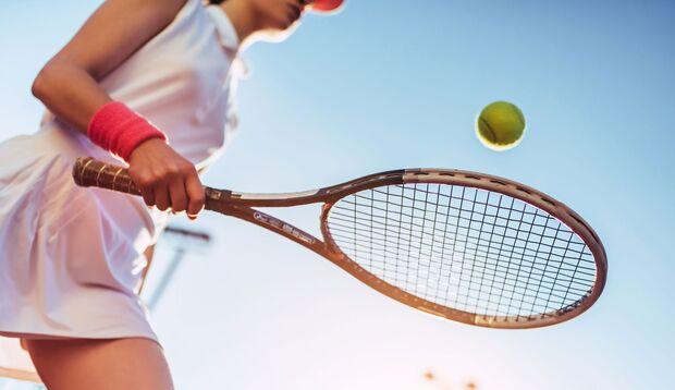 Tennisspielen kann eine Sehnenscheidenentzündung auslösen