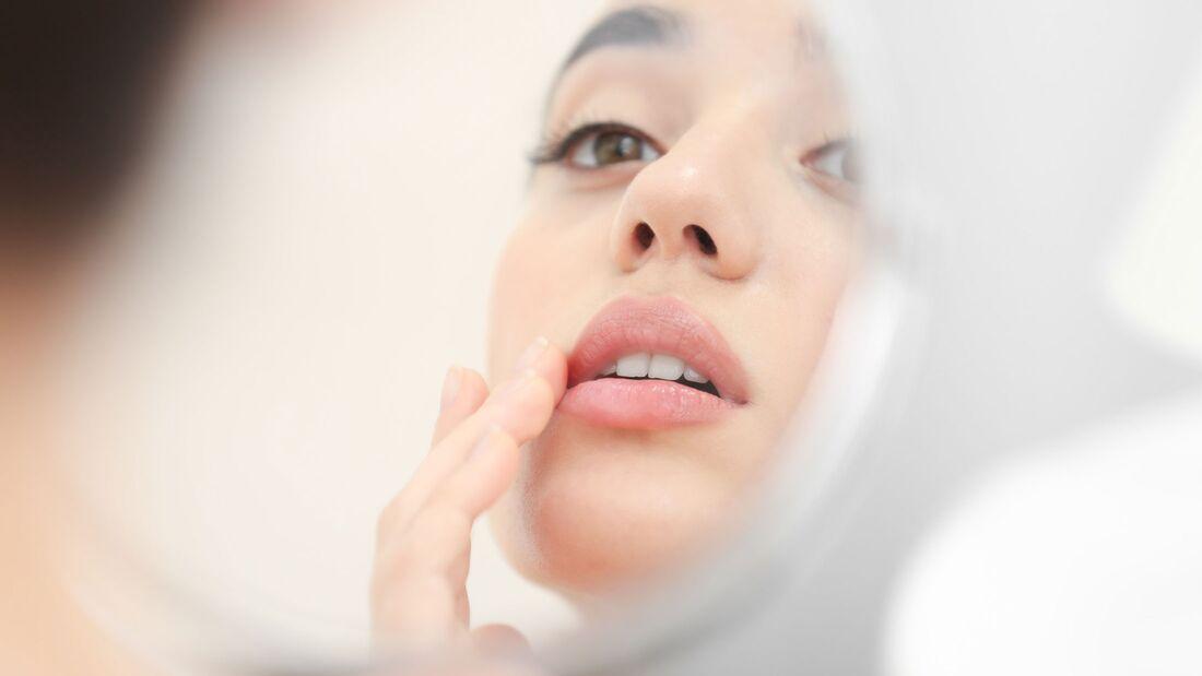 Trockene Haut gibt es auch bei Lippen und Nägeln