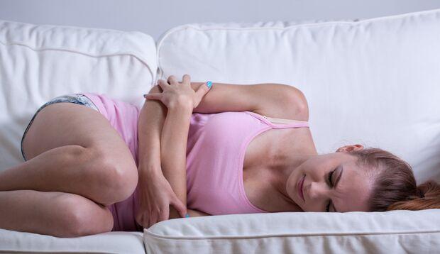 Unterleibskrämpfe lindern Sie mit Wärme
