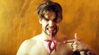 Viele Männer sind vom Geschenke-Wahn am Valentinstag genervt
