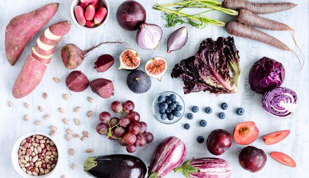 Violettes Obst und Gemüse ist gesund