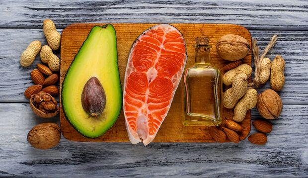 Vor allem Nüsse enthalten viele Omega-3-Fettsäuren