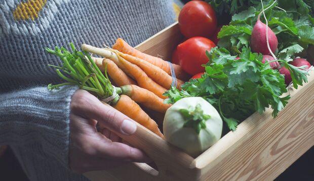 Vorschriften gibt es beim achtsamen Essen nicht, aber Gemüse schadet nie