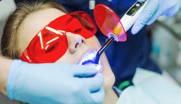 Weiße Zähne dank Bleaching