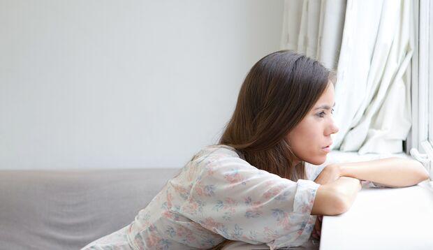 Wenn sich eine Freundin ohne Grund zurückzieht, solltest du besonders achtsam sein