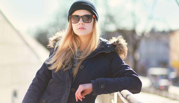 Winter-Sonnencremes sind reichhaltiger und schützen die Haut vor dem Austrocknen.